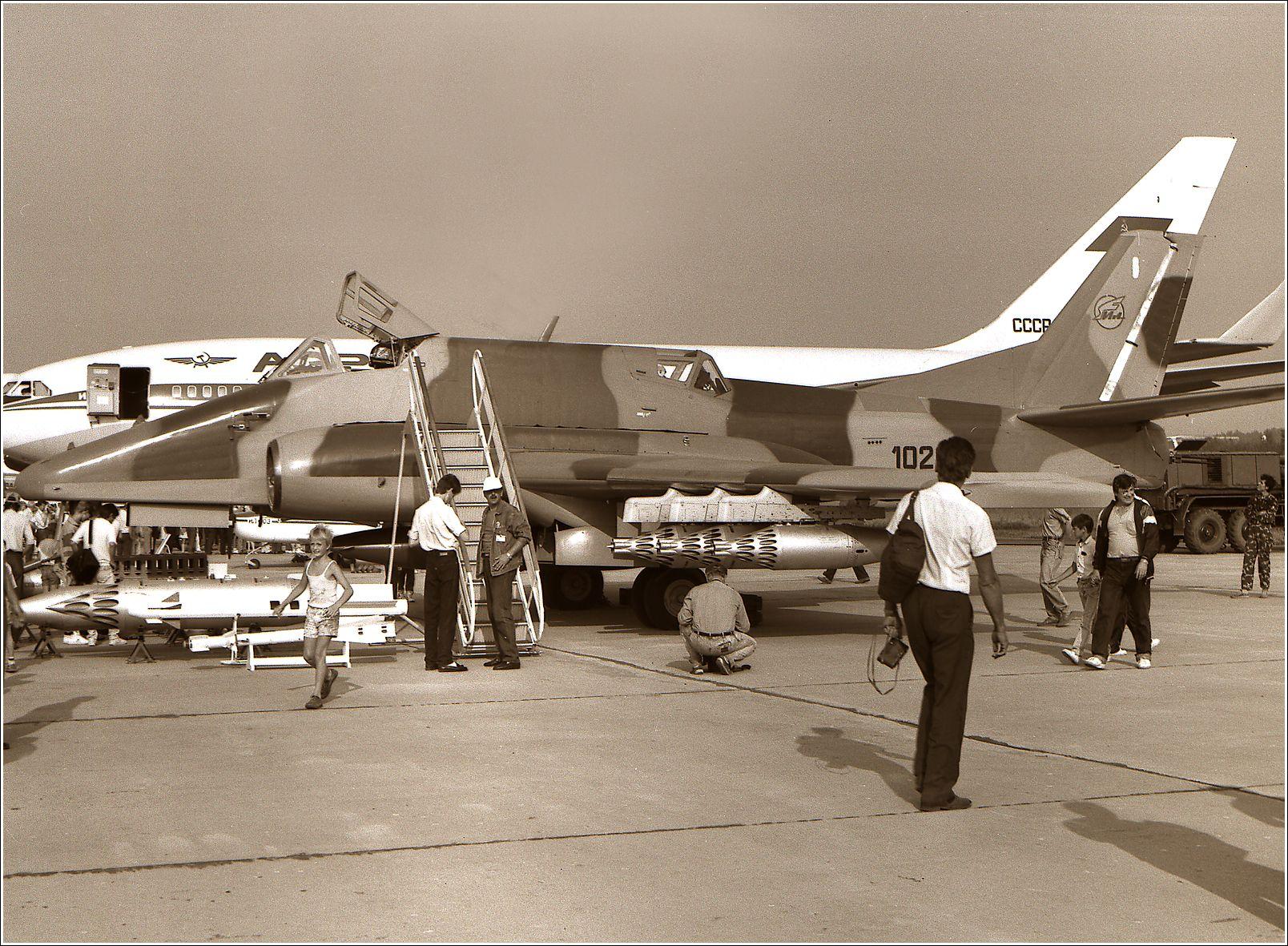 Ил-102 (1992 год) Ил-102 авиация самолет стоянка Жуковский 1992