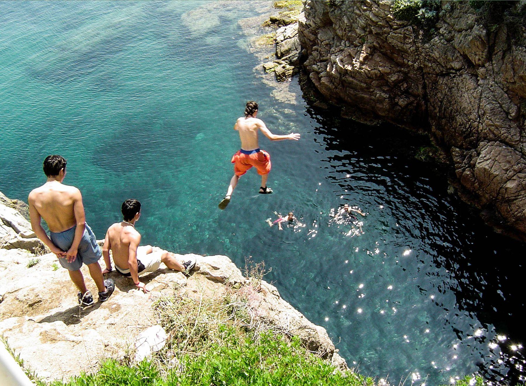 Разбежавшись прыгну со скалы... (Бланес, Испания, 22.06.2005)