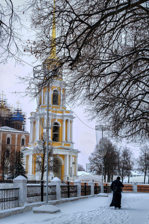 Колокольня колокольня снег зима монах дорога небо розовый голубой