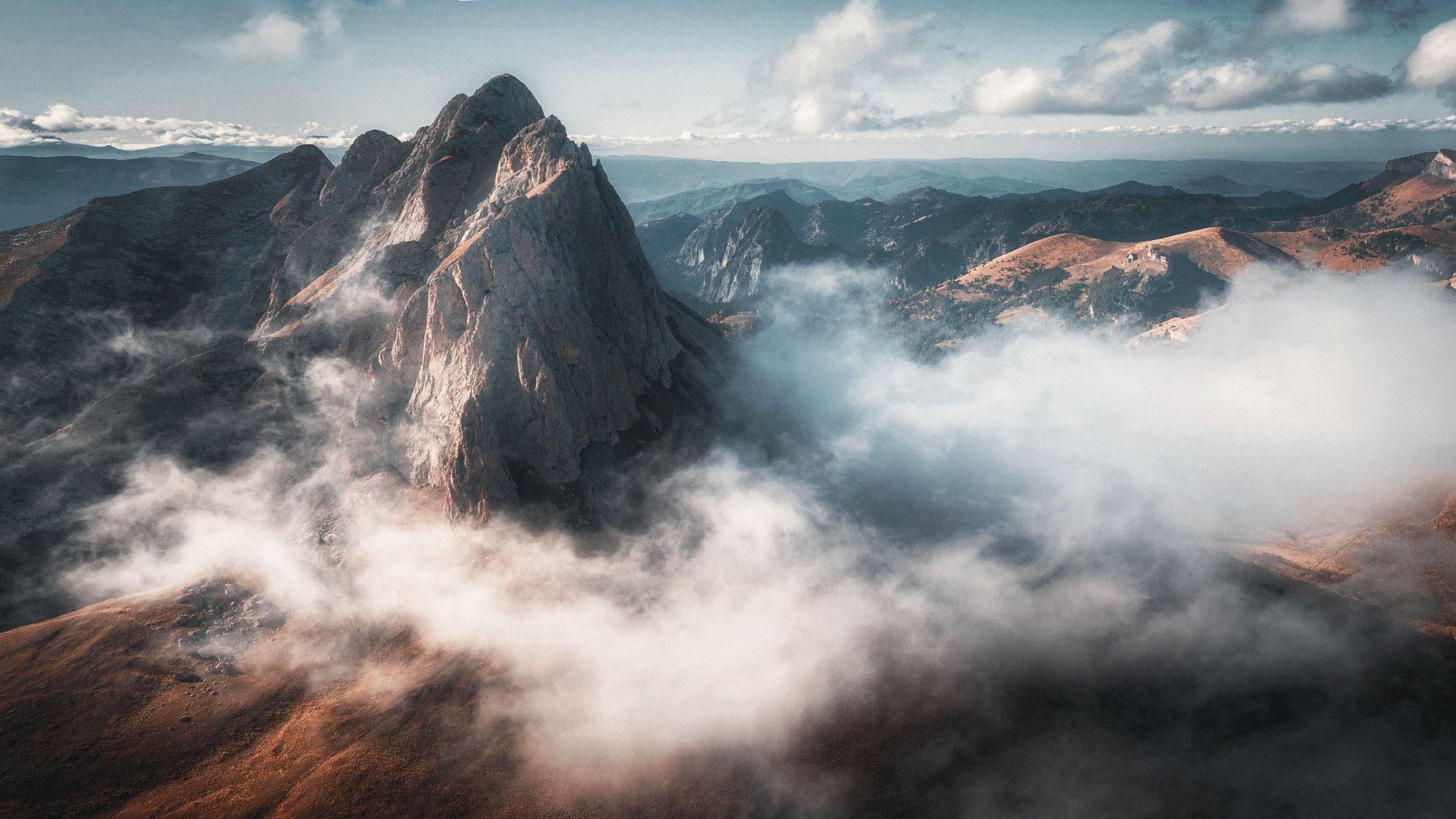 Западный Ачешбок горы осень поход облака цвета скалы nikon d610 tamron оранжевый жёлтый