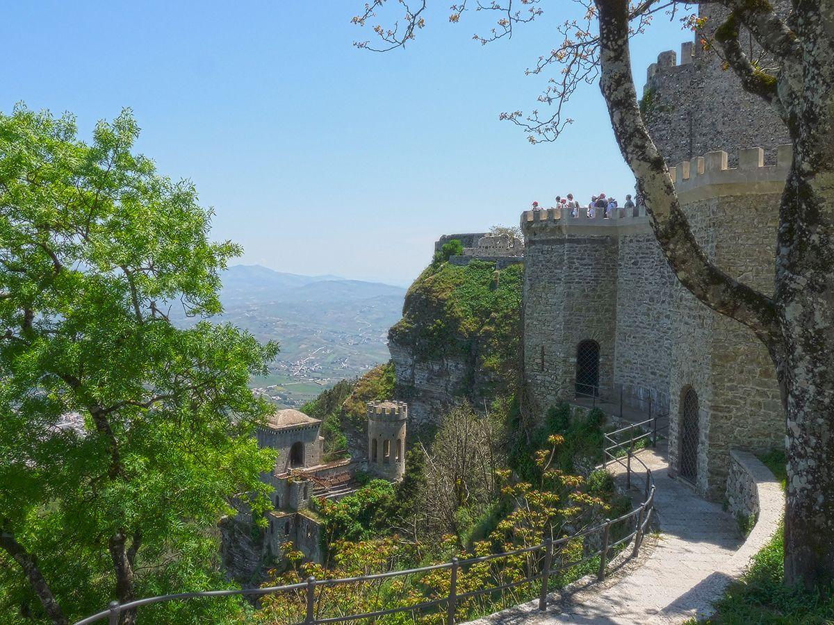 Крепости и замки  г. Эриче Эриче Сицилия гора Сан Джулиано замок крепость Пеполи Венера Номанны