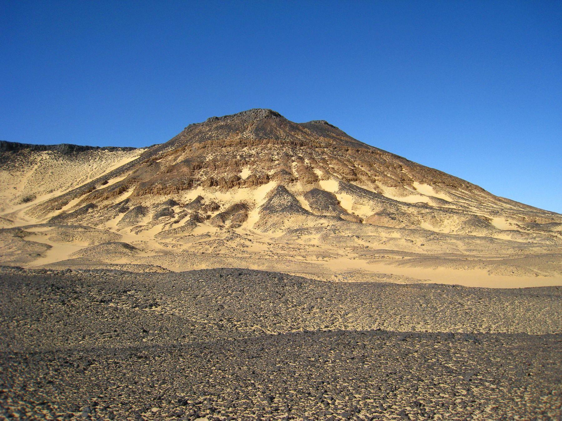 В Черной пустыне. Египет пейзаж скалы море
