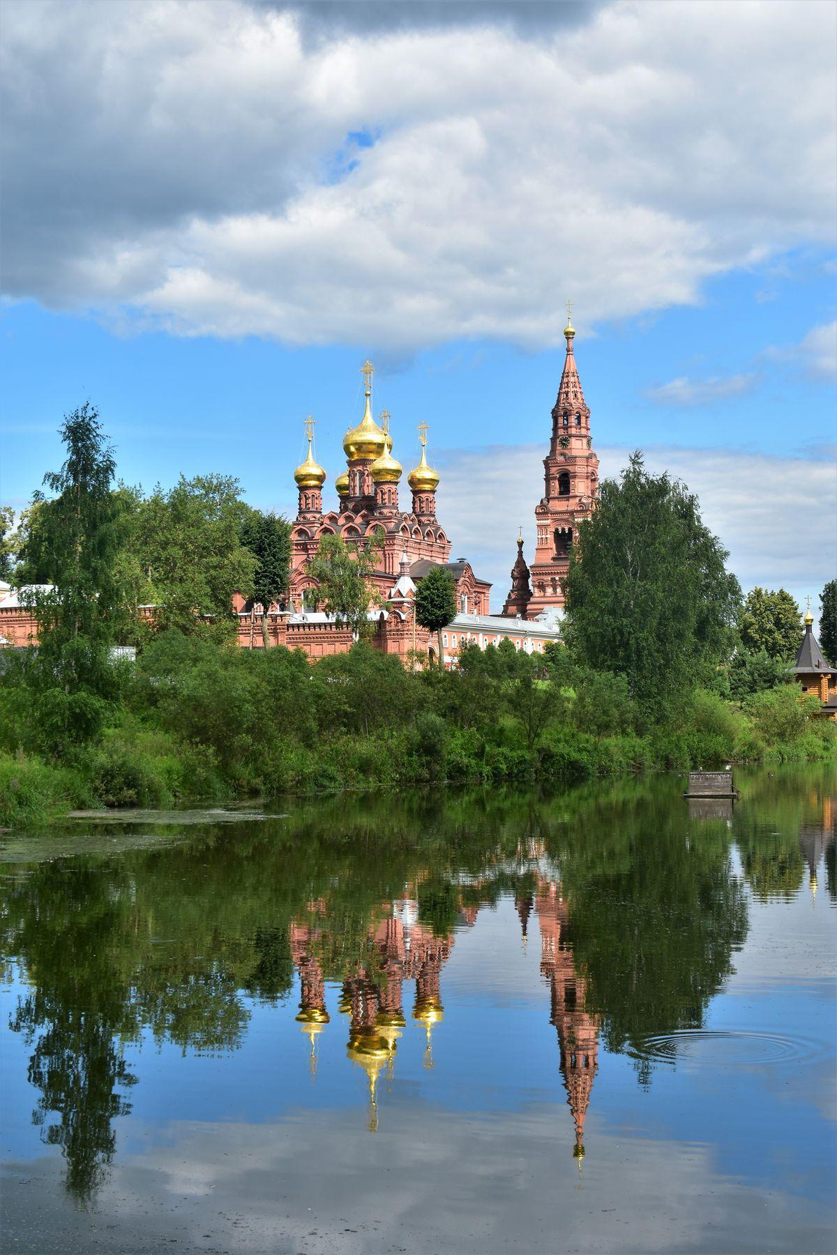 Скитский пруд Сергиев Посад Черниговский скит монастырь храм пруд