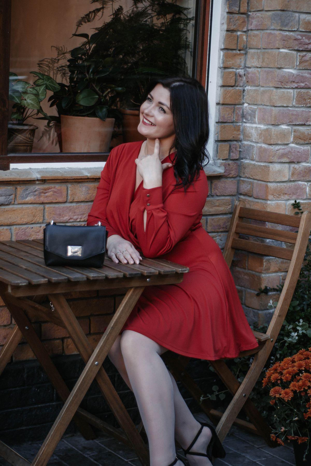 a la monica bellucci девушка цветы красный моника платье помада брюнетка осень