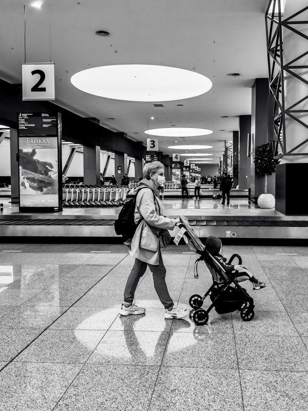 Из серии «Городские абстракции» архитектура здание аэропорт формы линии круги коляска люди город перспектива