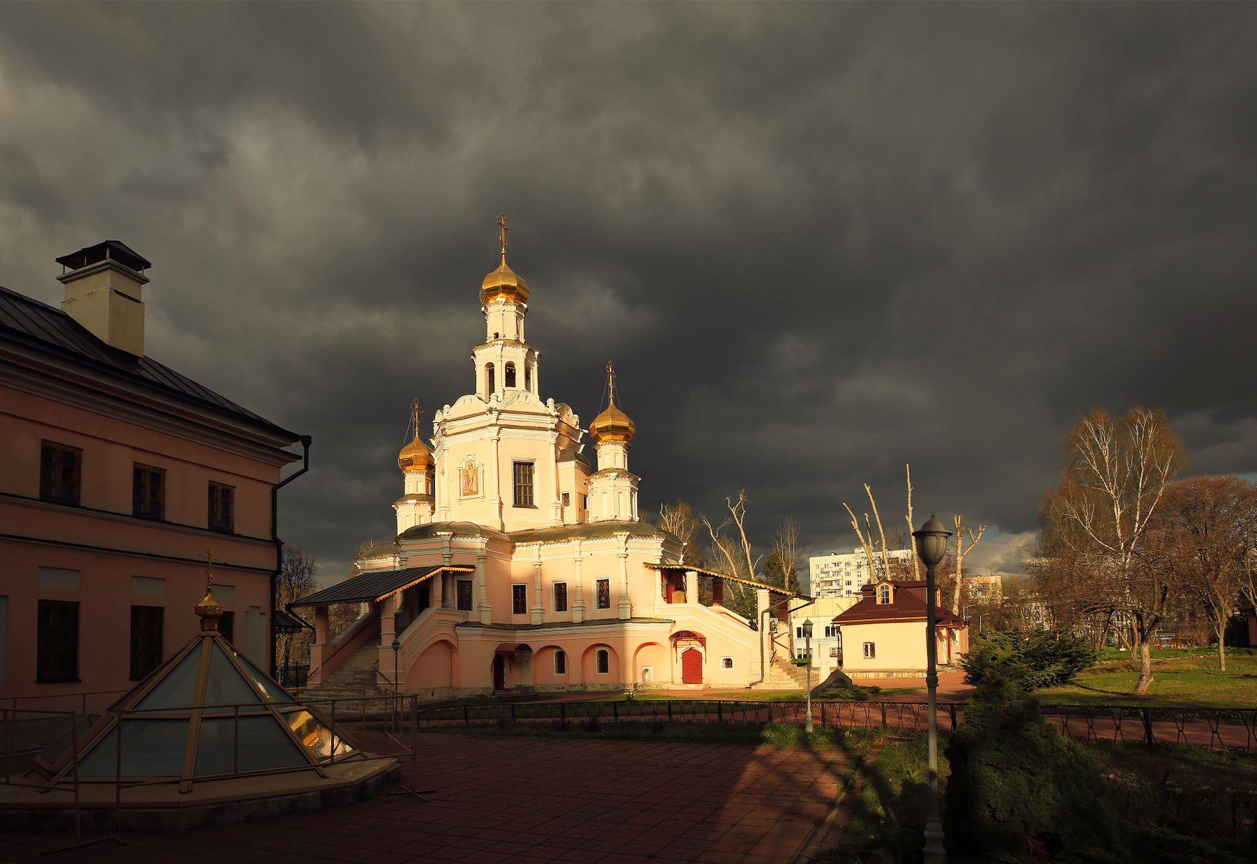 Перед бурей Храм благоверных князей и страстотерпцев Бориса Глеба Зюзин Москва