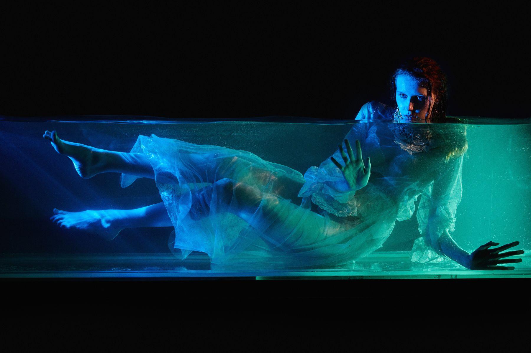 Amphitrite вода подводой девушка платье fashion портрет nikon z6ii dedolight underwater модель