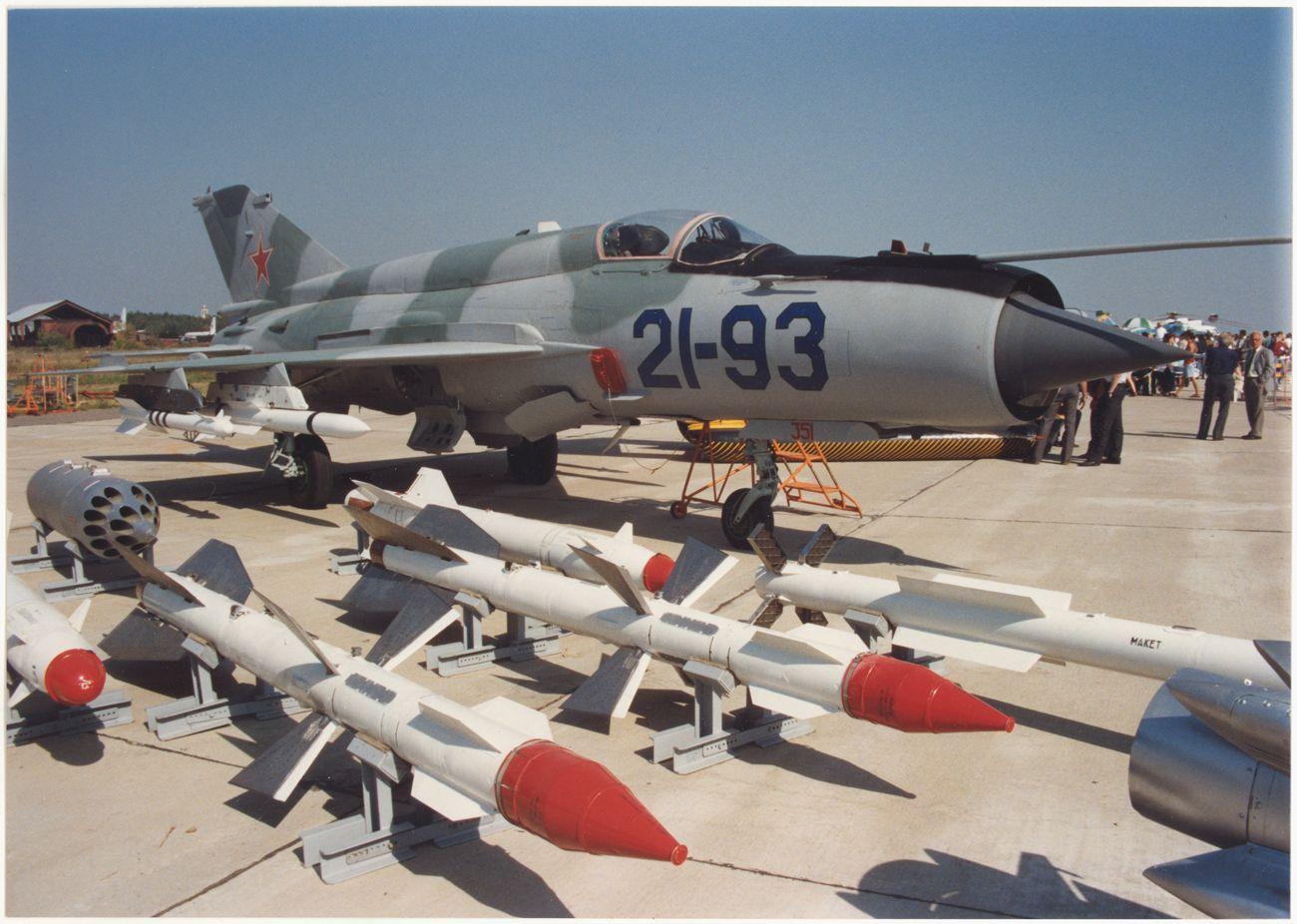 МИГ-21-93
