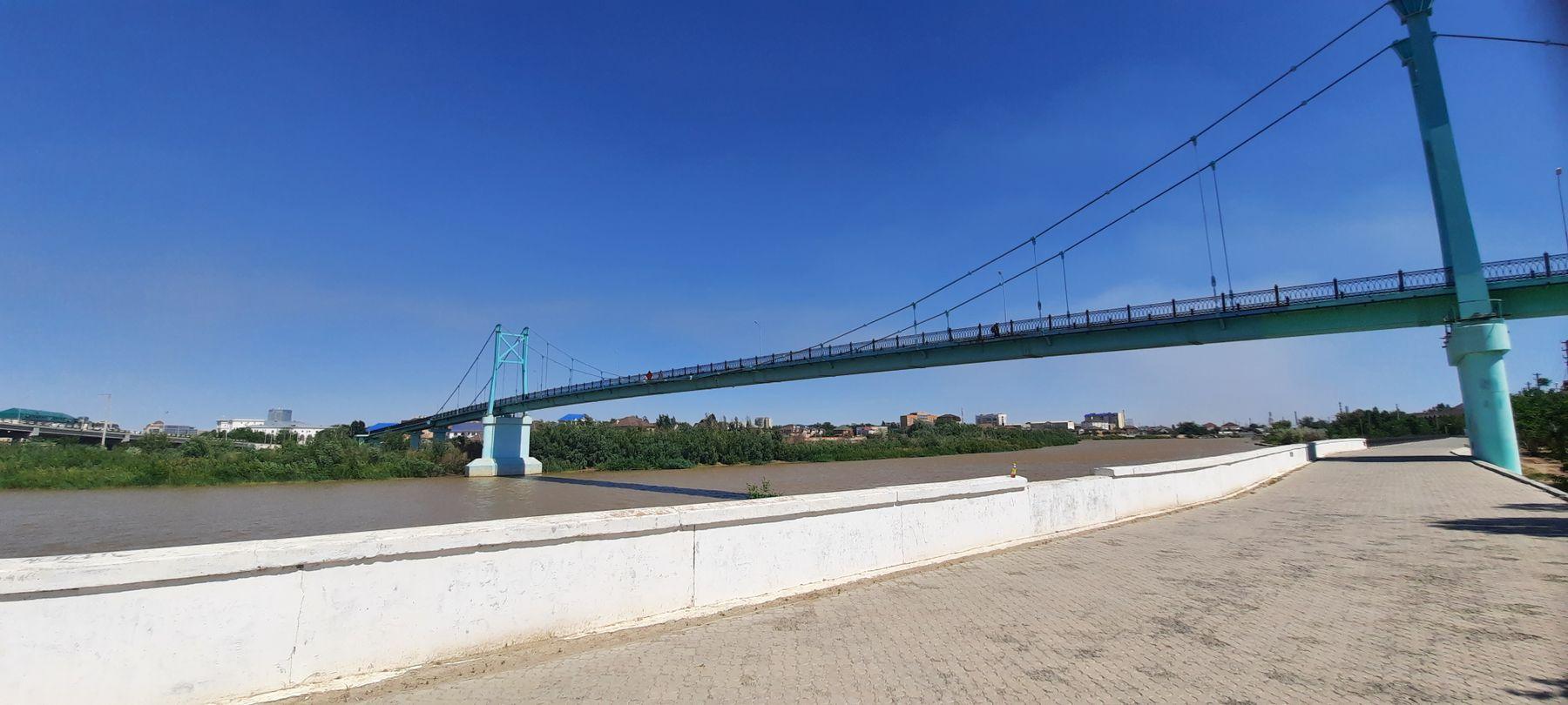 Пешеходный мост в Атырау Казахстан Атырау
