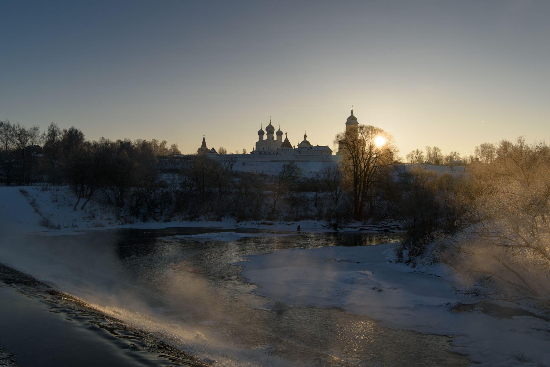 Январский рассвет рассвет зима солнце храм монастырь