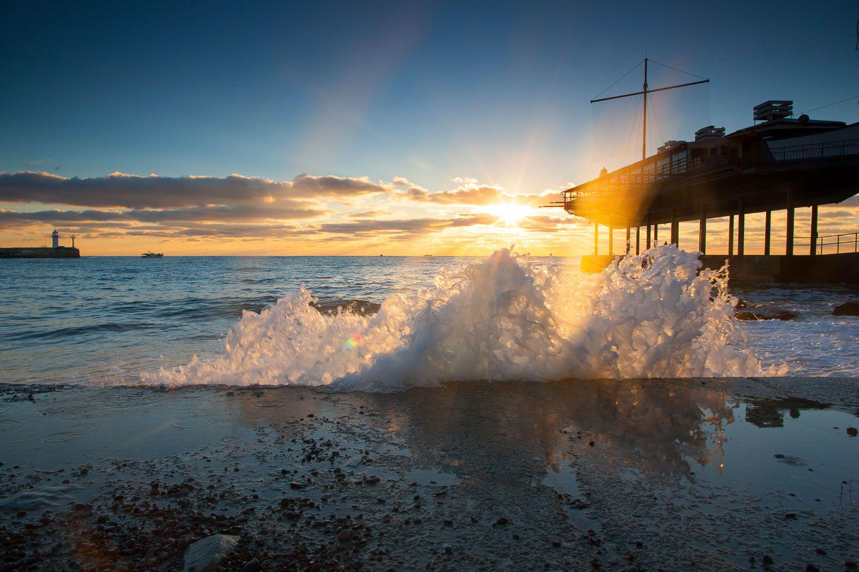 Утро в Ялте Крым Ялта Набережная фотограф море пляж волна пейзажи Крыма