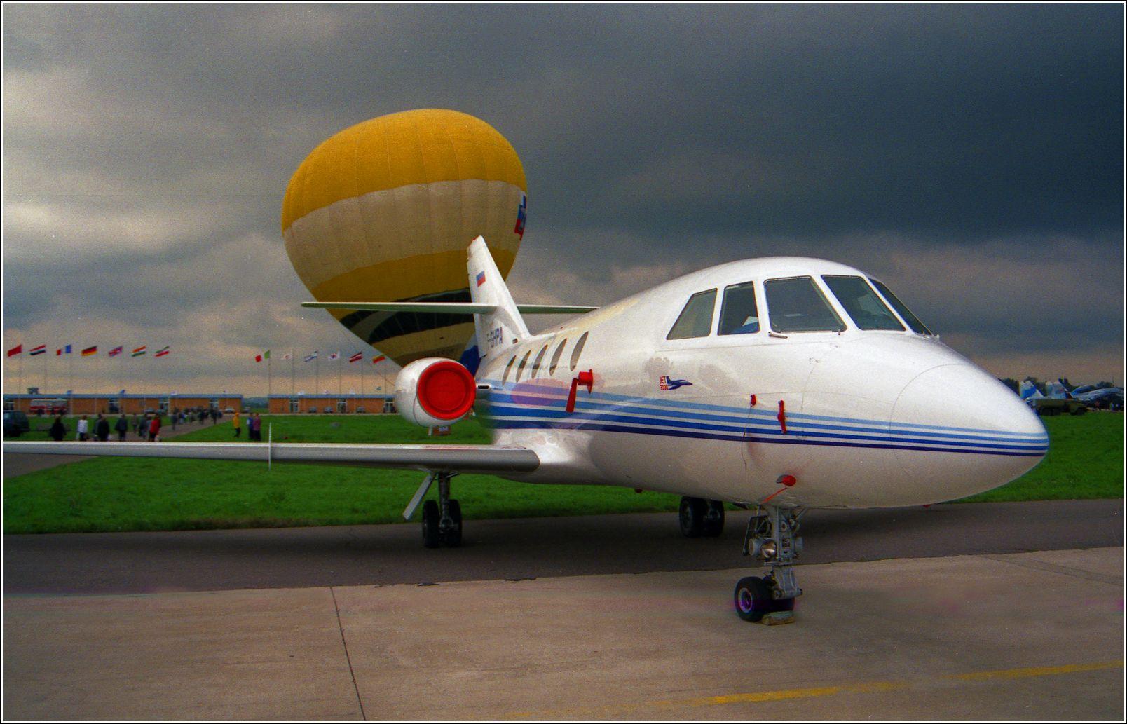 Бизнес-Джет (1999 год) Бизнес-Джет самолент авиация стоянка Жуковский 1999