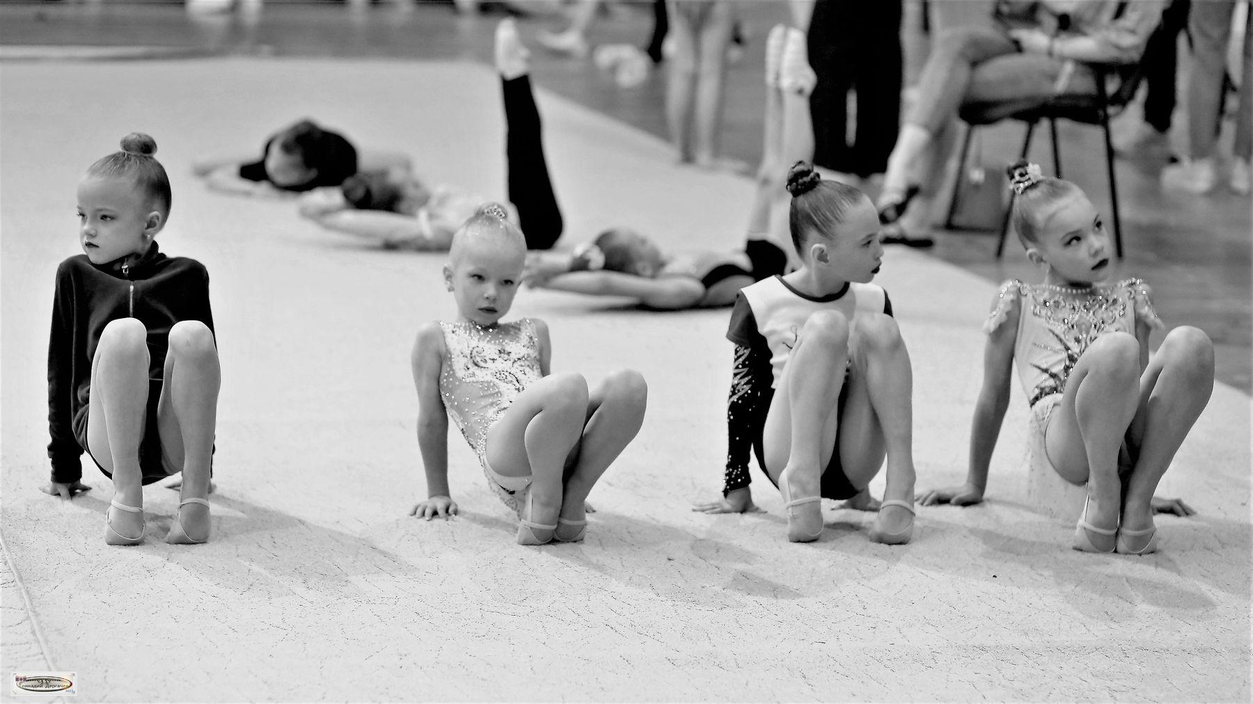 Посиделки гимнастки разминка опора пальцы
