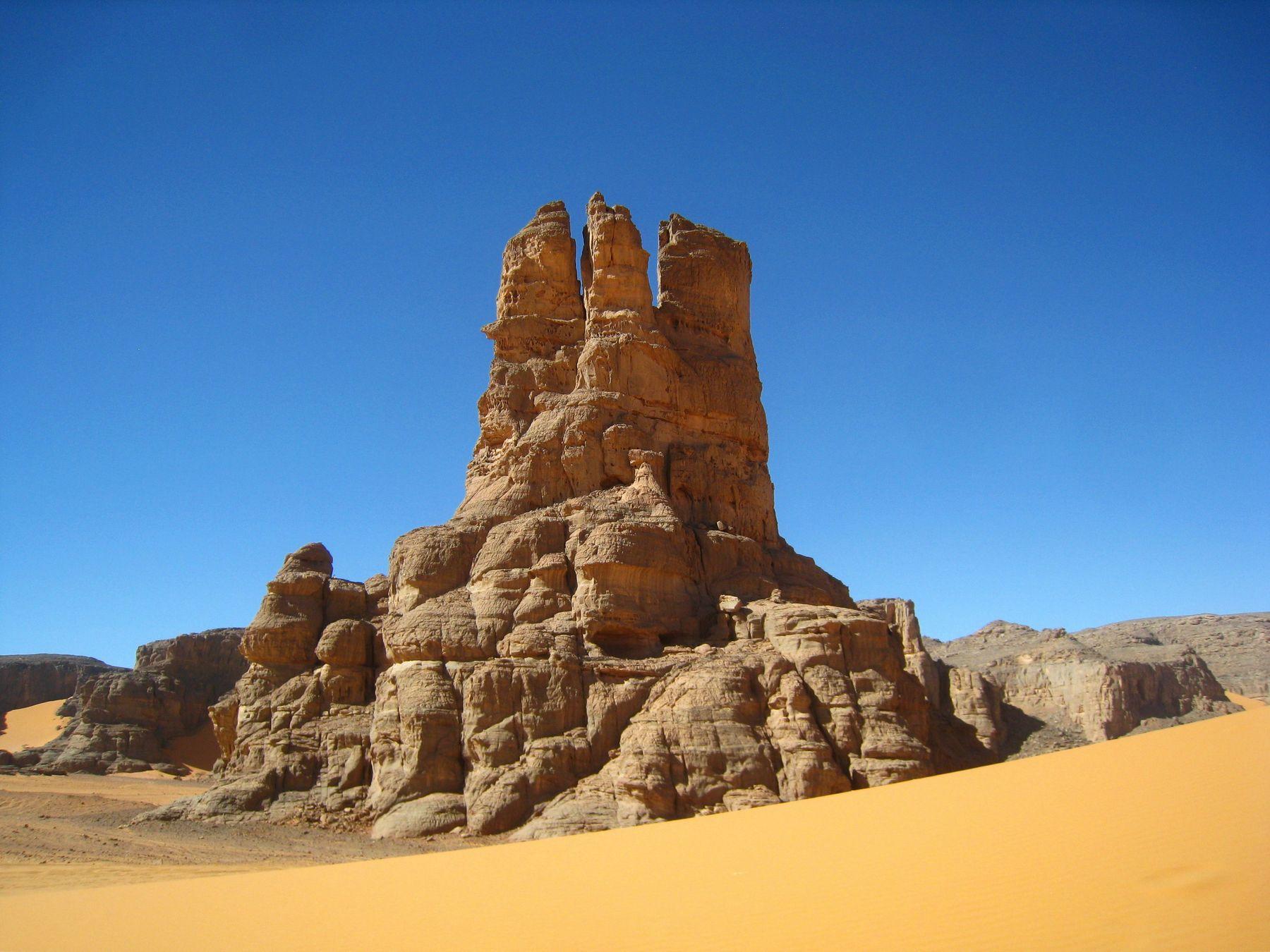 Скала. Алжир пейзаж скалы