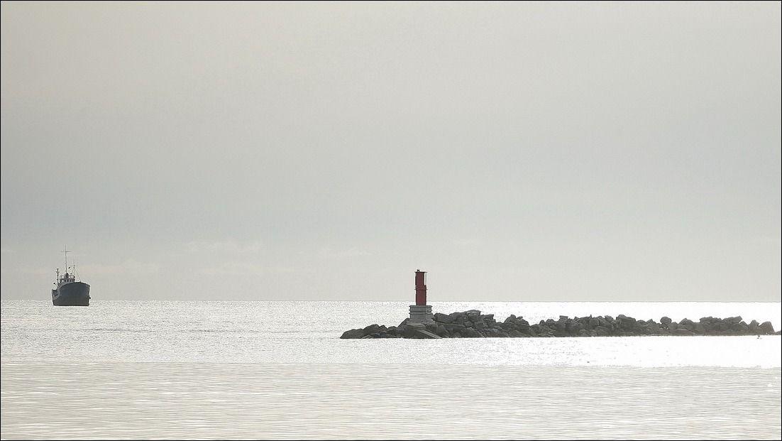Маяк Моль Маяк порта Моль Гвитнейский залив Атлантика Африка