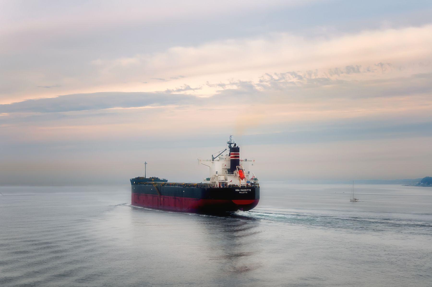 Утро в Северном море Пролив танкер утро
