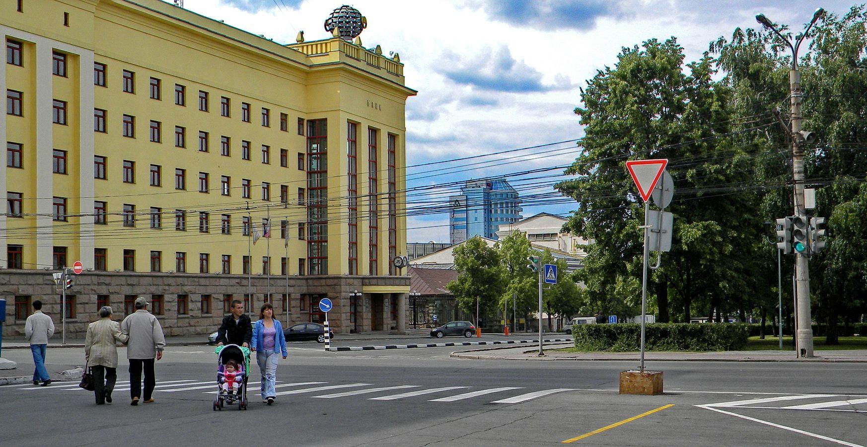 Челябинск. Инвестбанк на площади Революции, 8 город Челябинск улица здание.банка