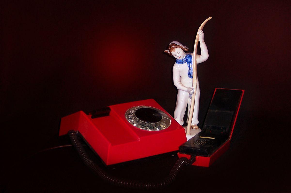 Предметная композиция с телефоном и статуэткой. Этюд. телефон статуэтка ретро этюд