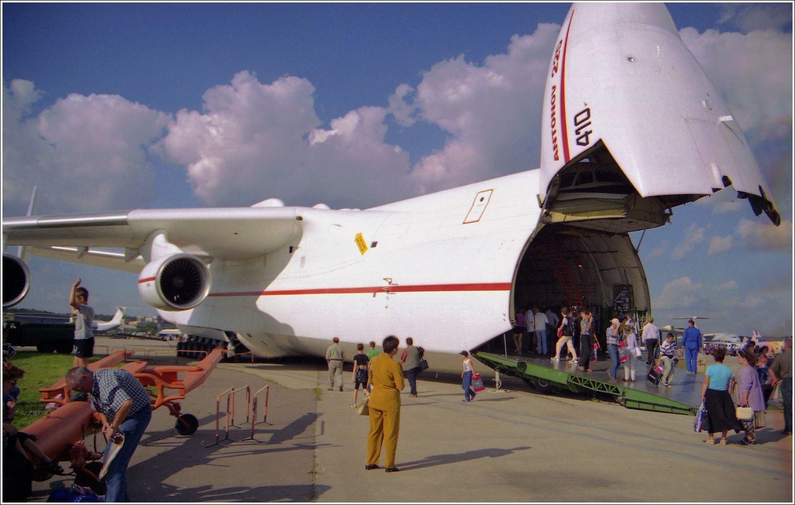Ан-225 Ан-225 Мрия авиация самолет стоянка Жуковский 2001