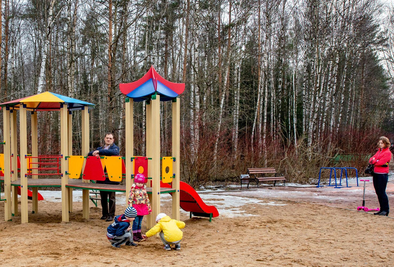 Детские отношения...(2) Москва Лосиный остров апрель детская площадка