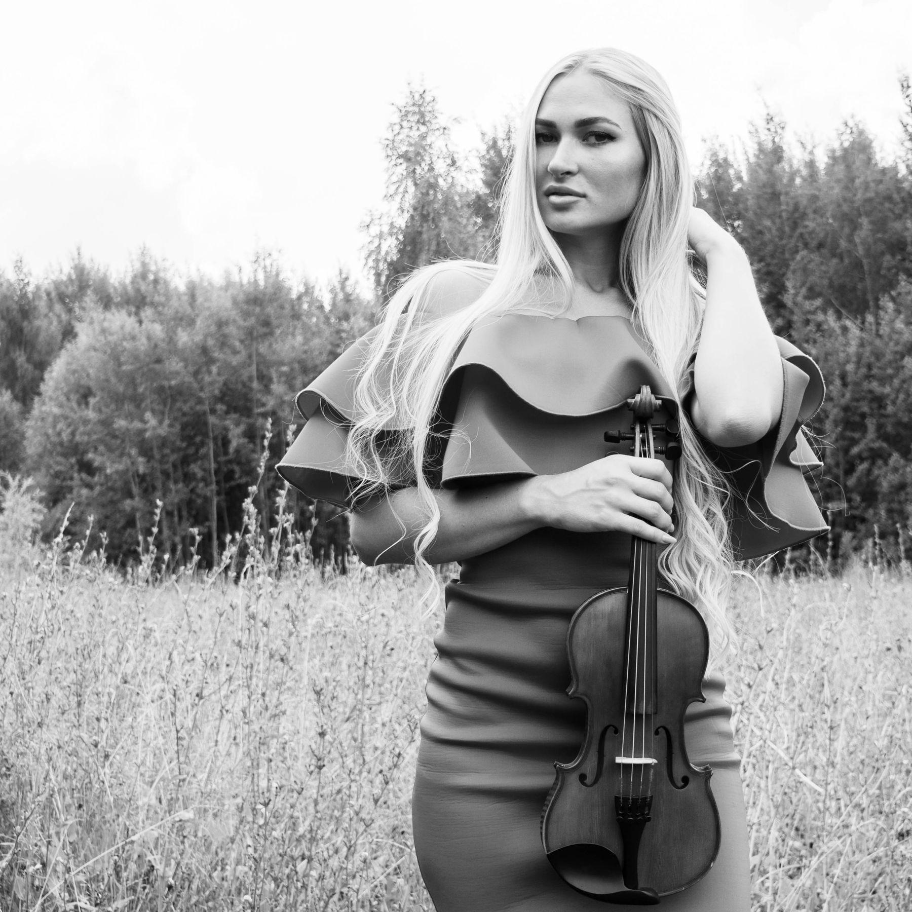 Лена портрет девушка модель скрипка природа