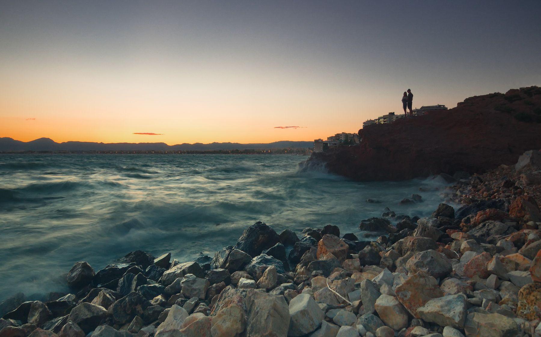 Вечерняя прогулка juriy68 вода волны испания кольцов юрий юрьевич коста дорада люди море путешествие силуэт скалы средиземье