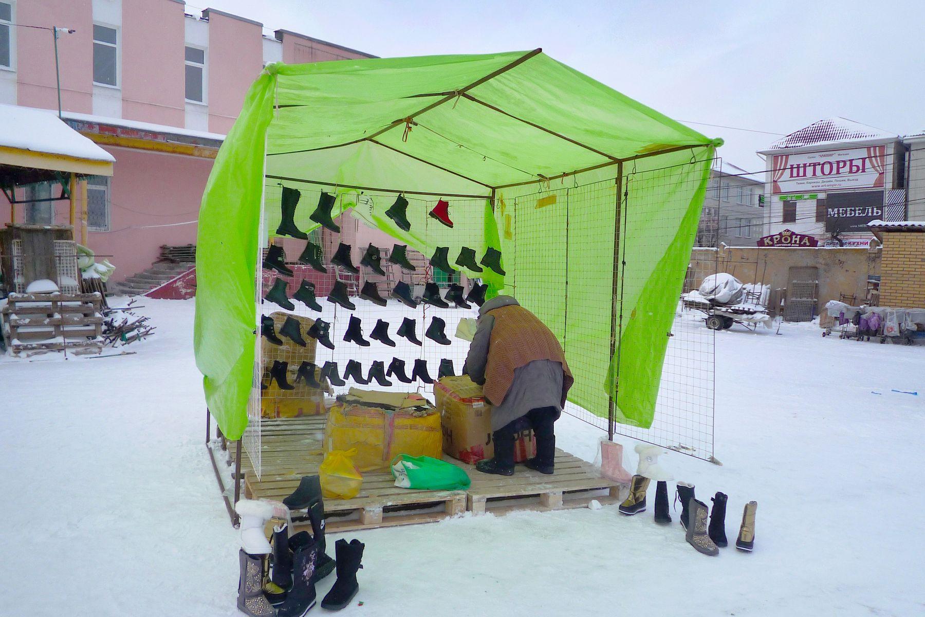 Закрытие рынка палатка обувь женщина