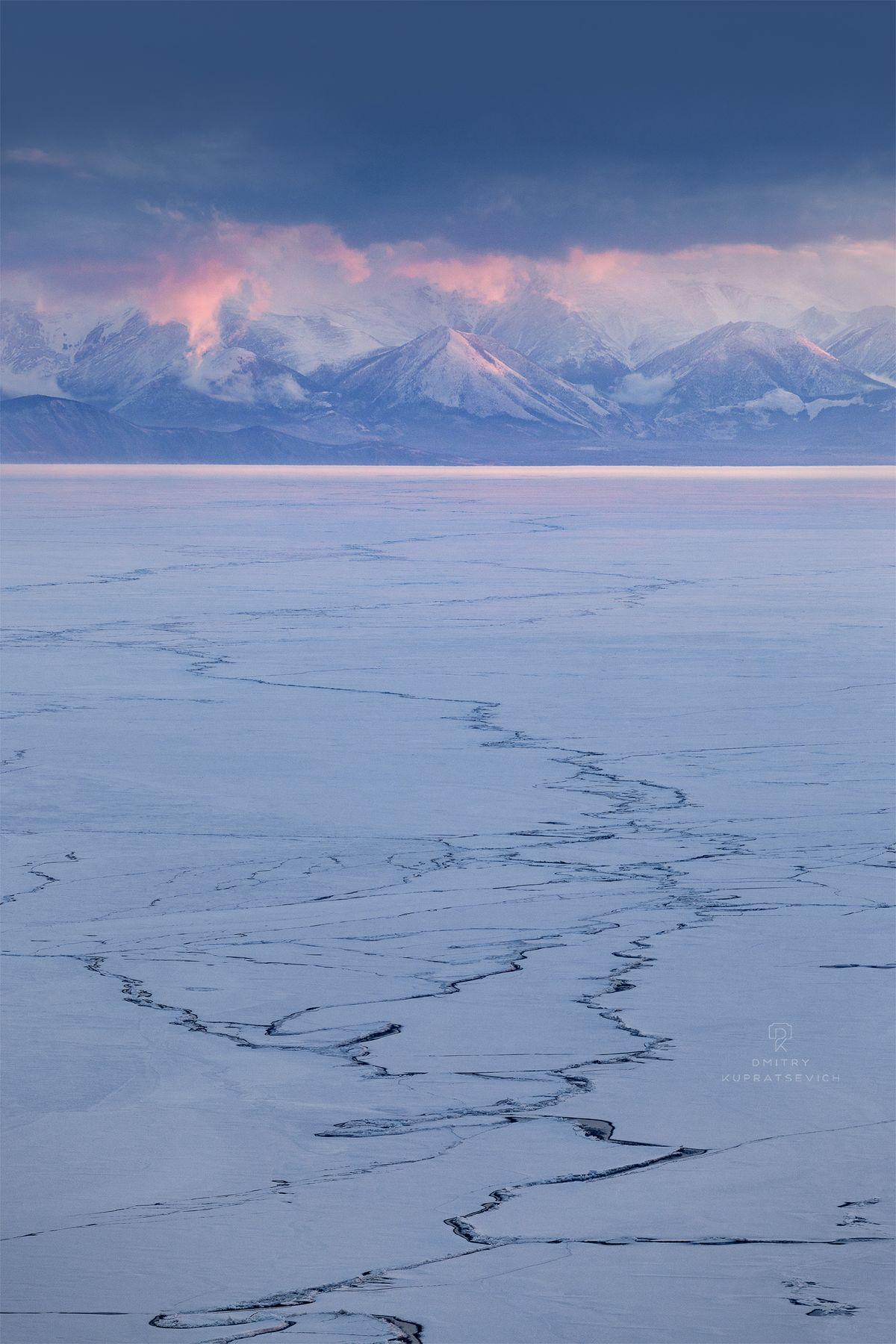 Краски межсезонья на Байкале Байкал весна пейзаж лед снег озеро