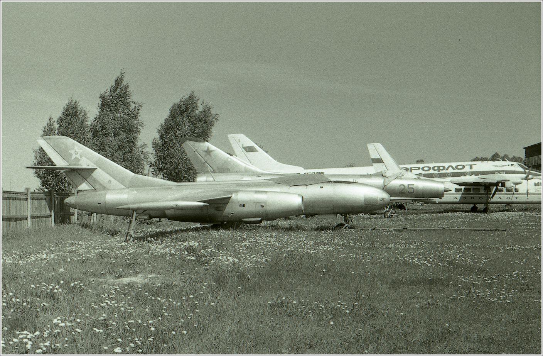 Як-25РВ Як-25РВ авиация самолет стоянка музей Монино 1986