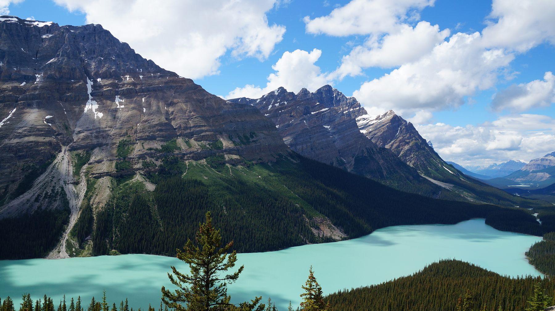 ***Озеро в Скалистых горах. Канада