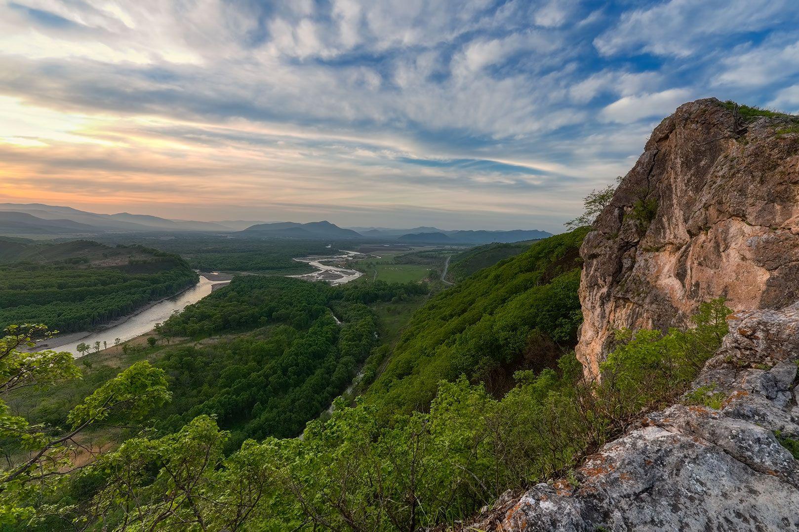 речная долина вечер горы закат Приморье река Партизанская весна 2021