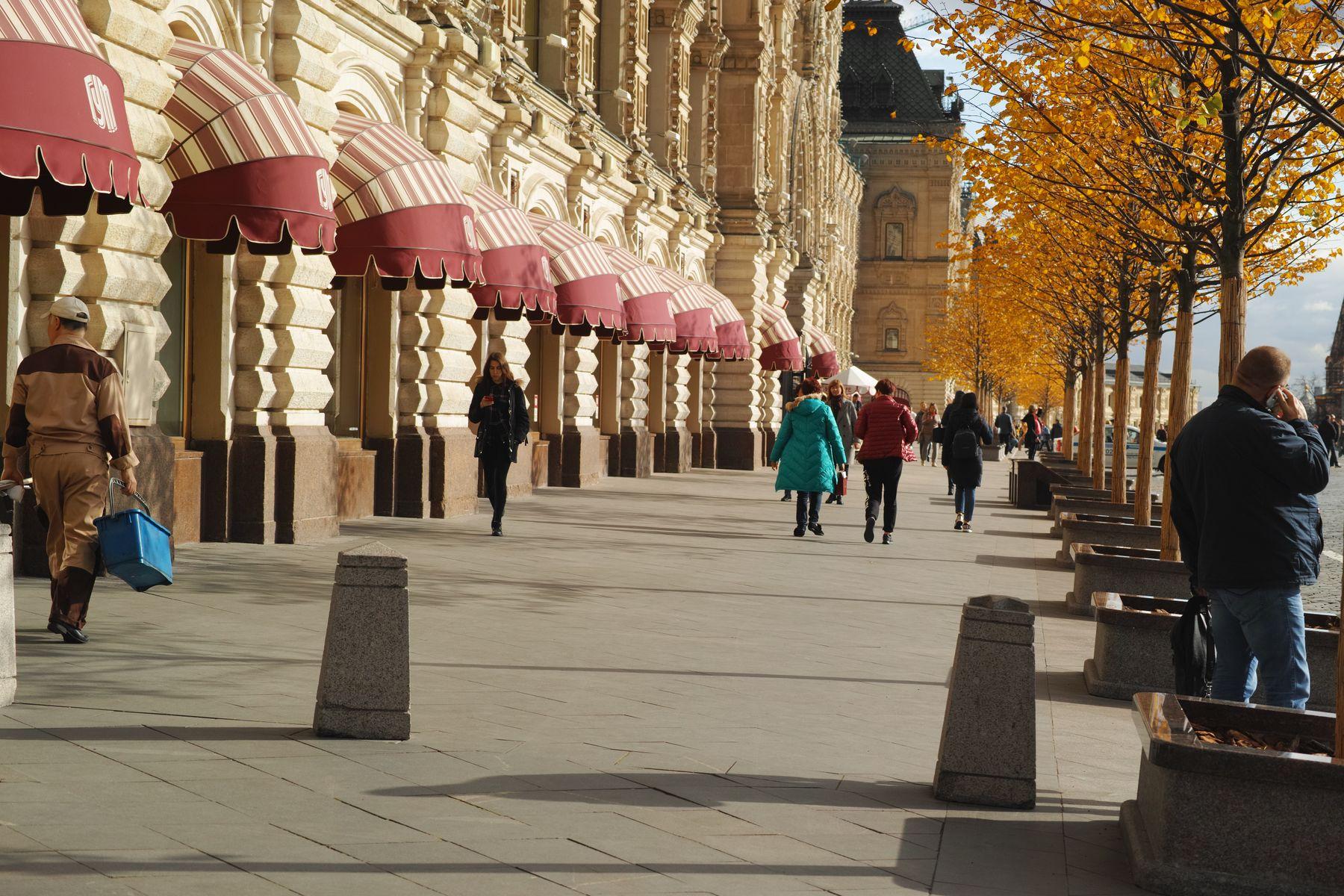 Около ГУМа город Москва площадь Красная ГУМ