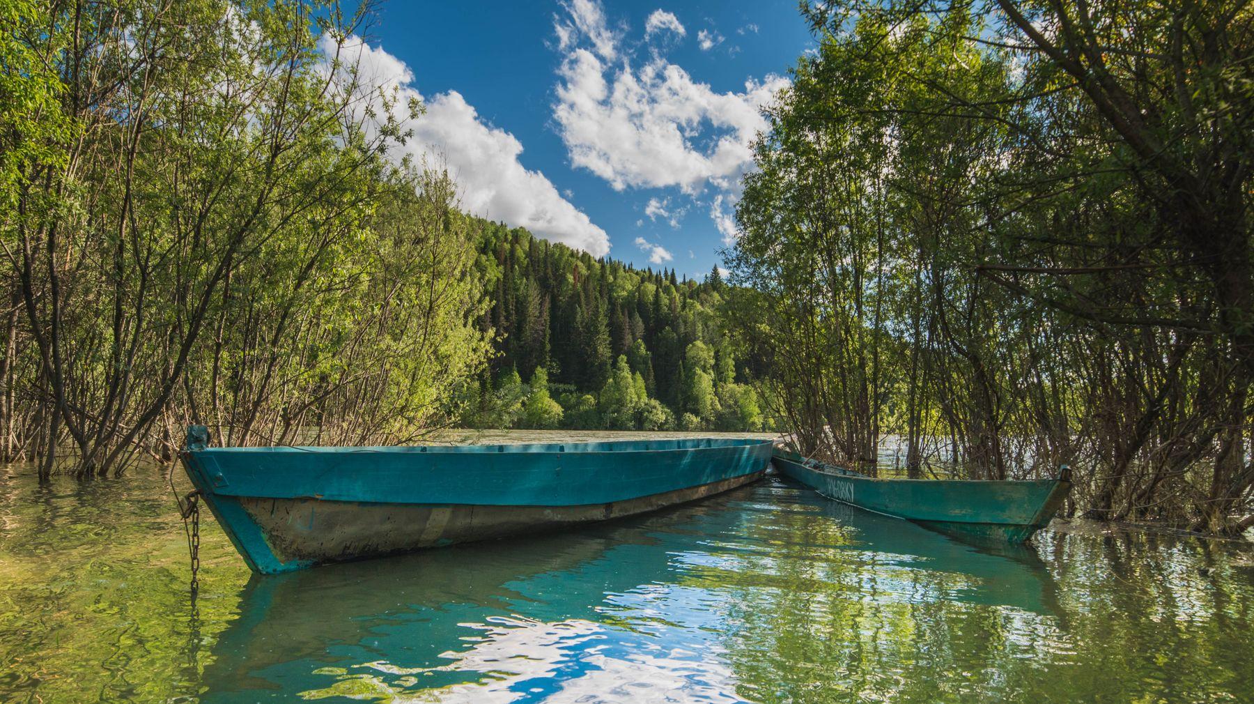 Лодки река лодка июнь Хакасия