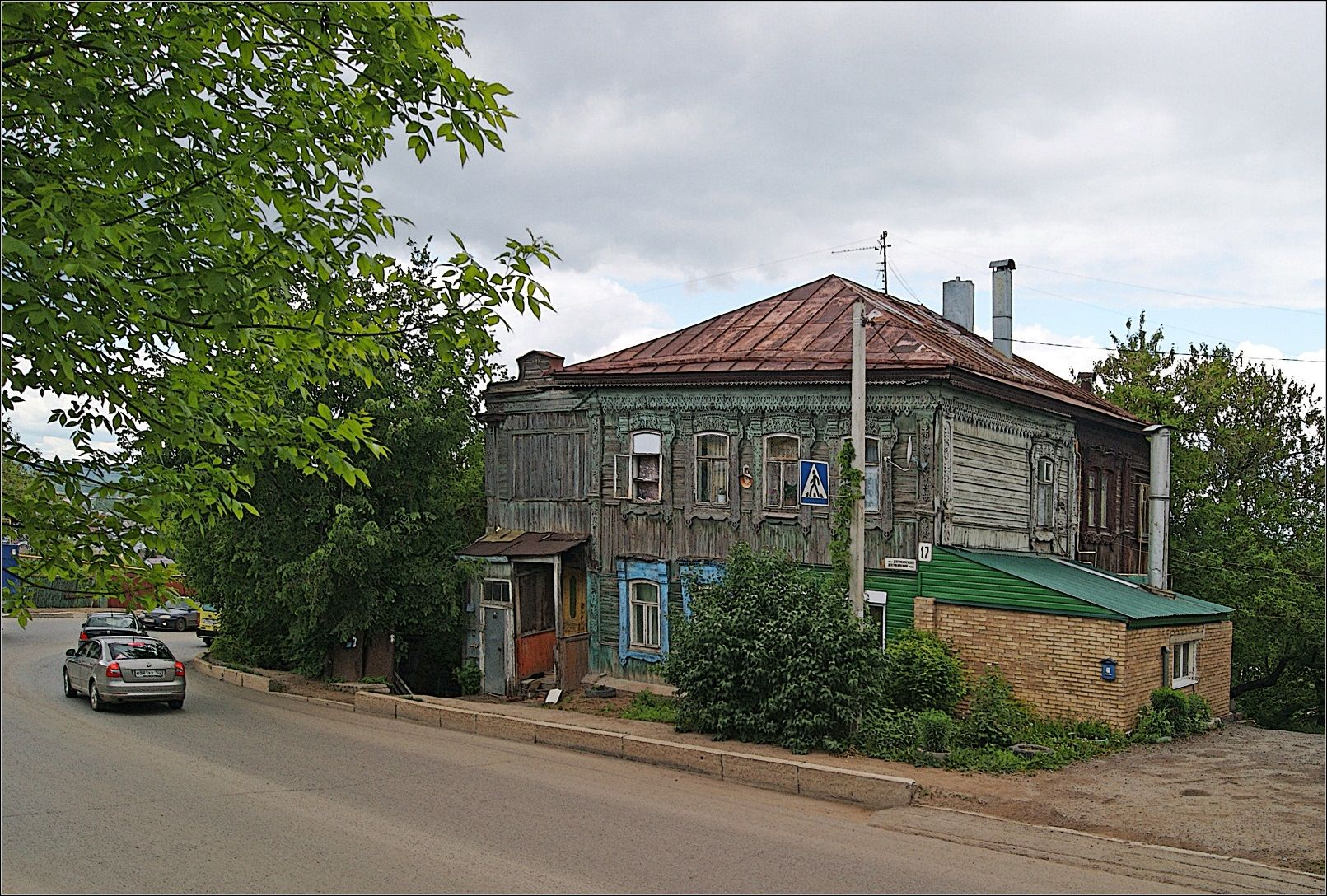 Дом у дороги город улица старый дом