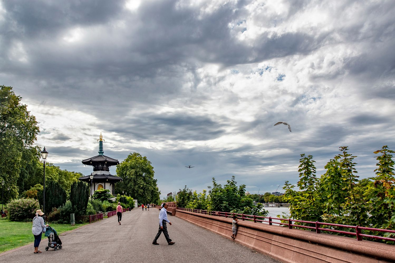 В парке БАТТЕРСИ Лондон парк Баттерси Пагода_Мира