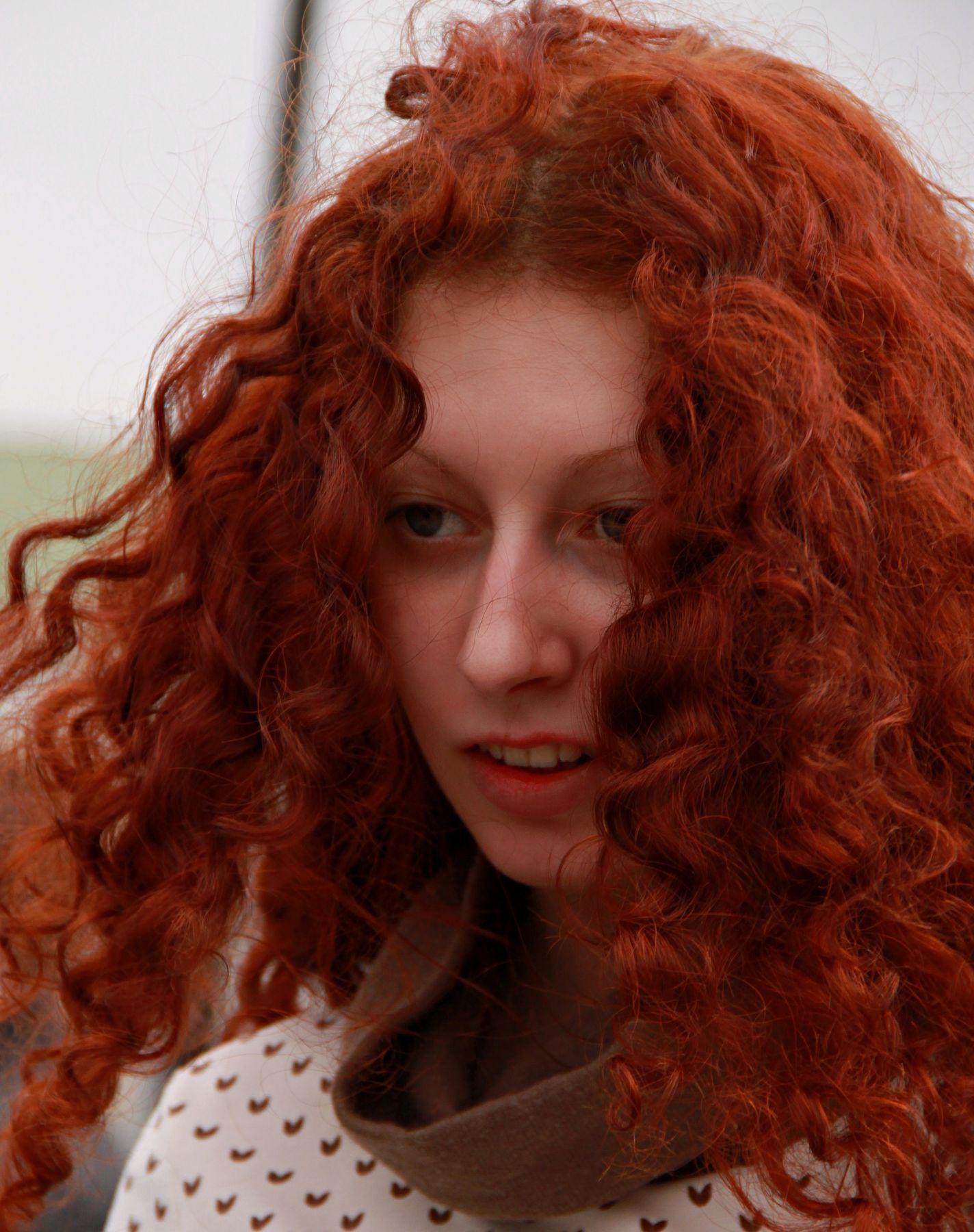 Рыжик люди лица город прохожие уличный портрет стрит девушки