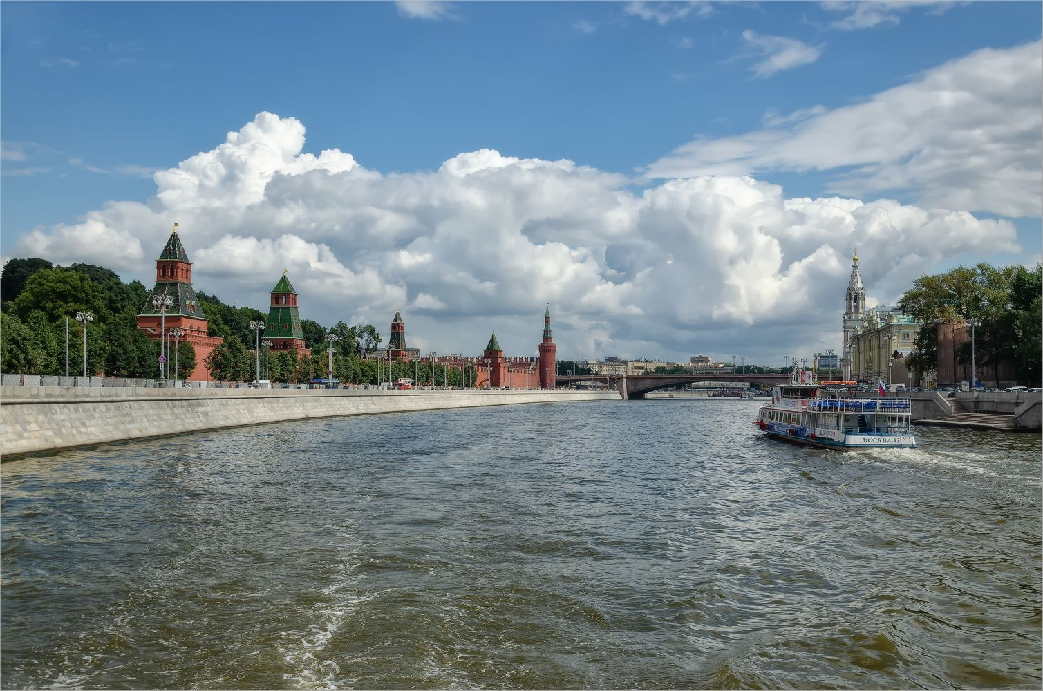 Кремлёвская набережная город Москва архитектура Кремль набережная река лето