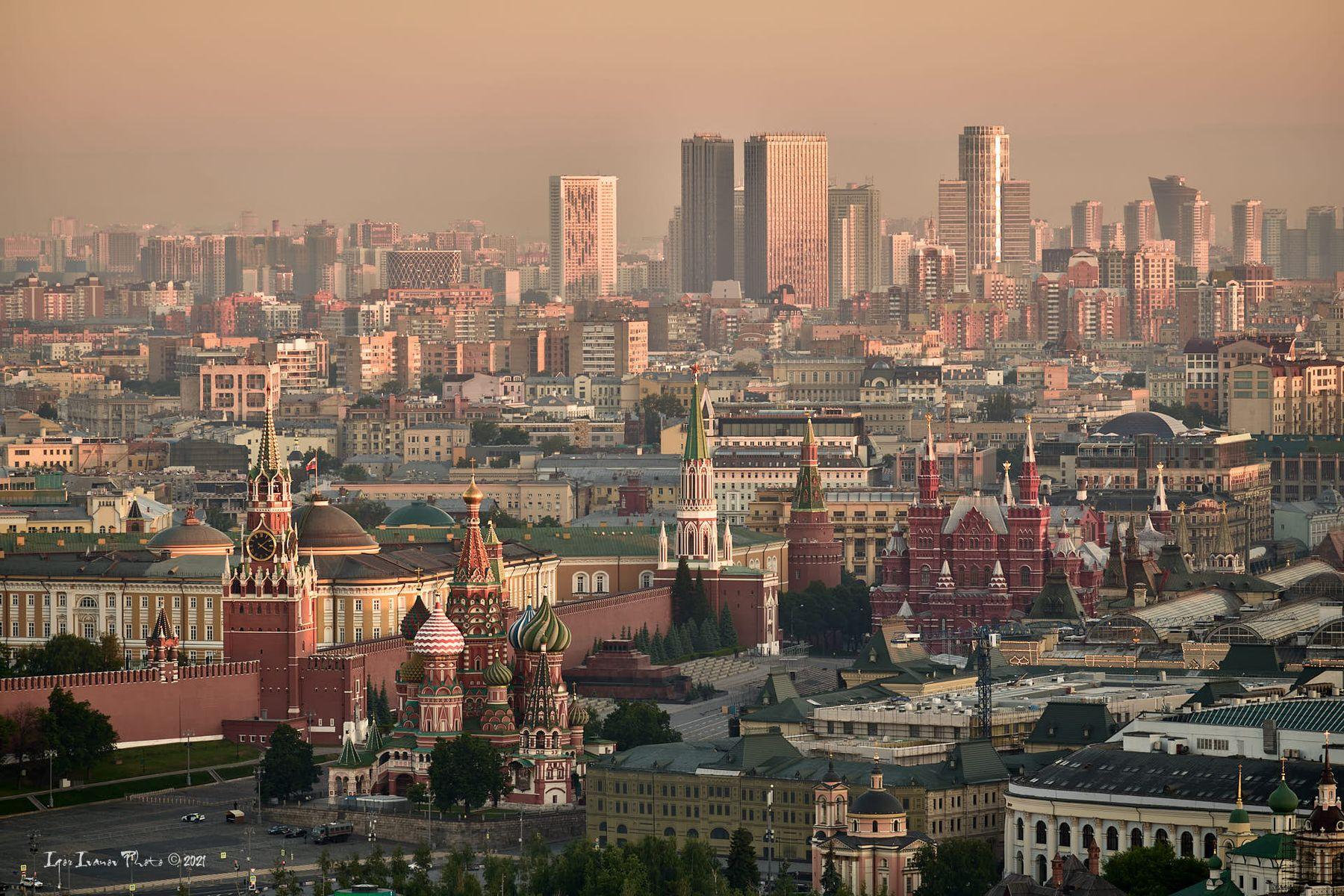 Вид на Кремль с высотного здания на Котельнической набережной
