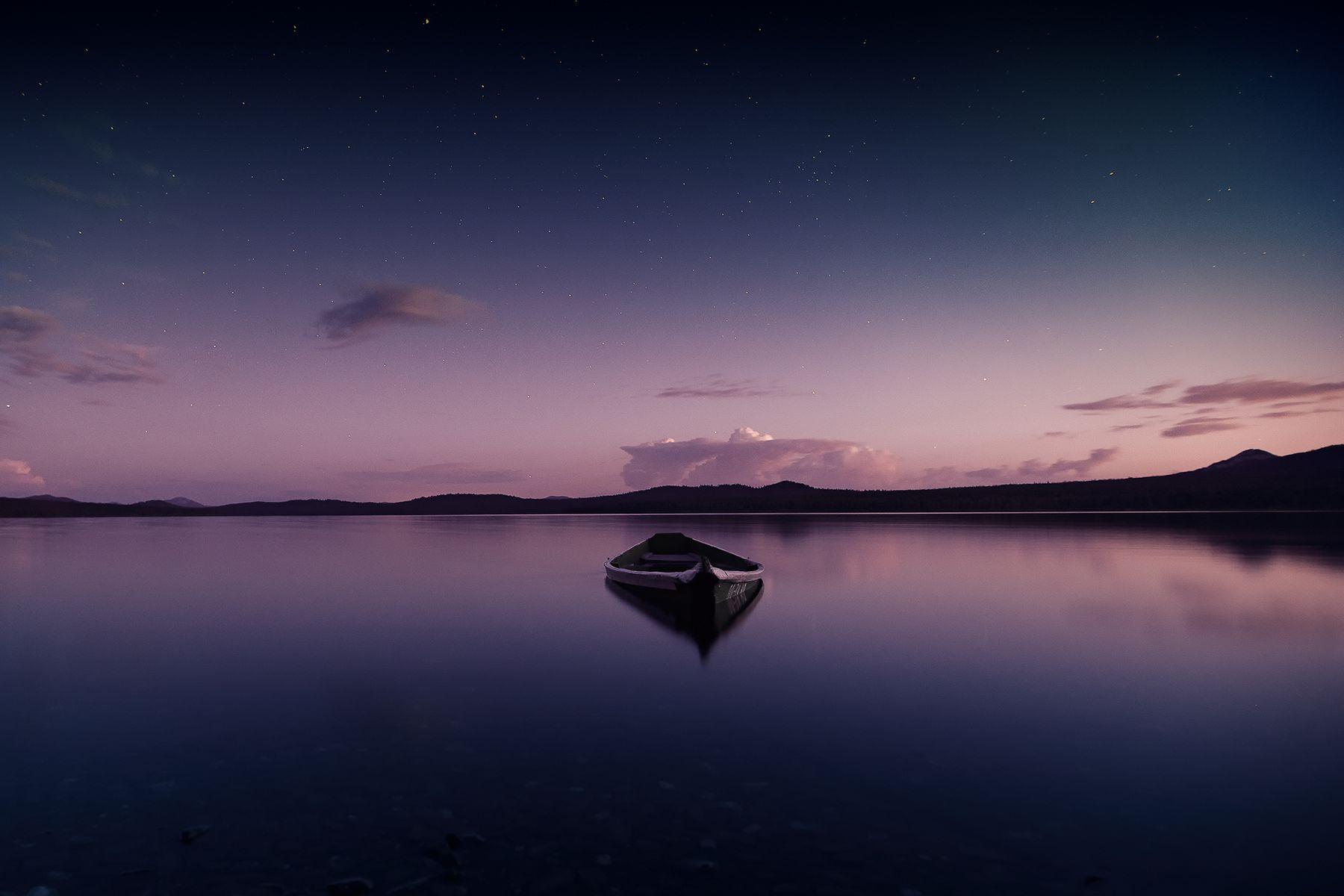 Безмятежность Зюраткуль озеро закат лодки Урал Южный