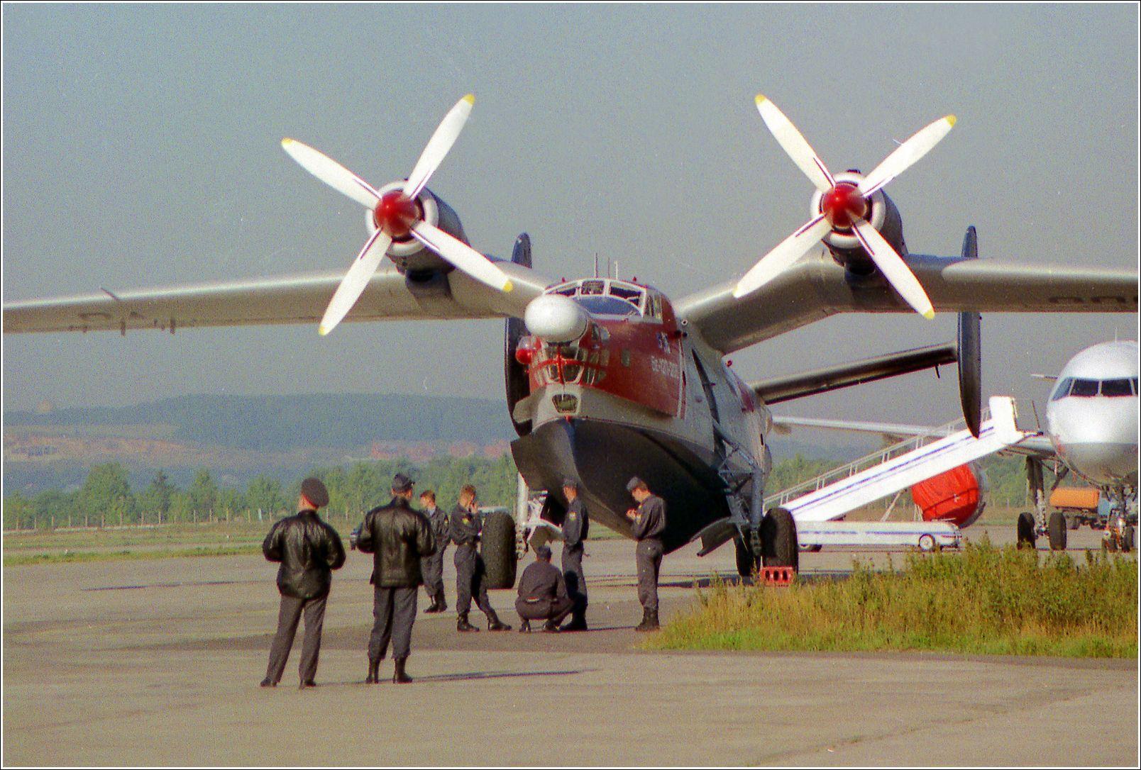 Бе-12П Бе-12П авиация самолет стоянка Жуковский 1998