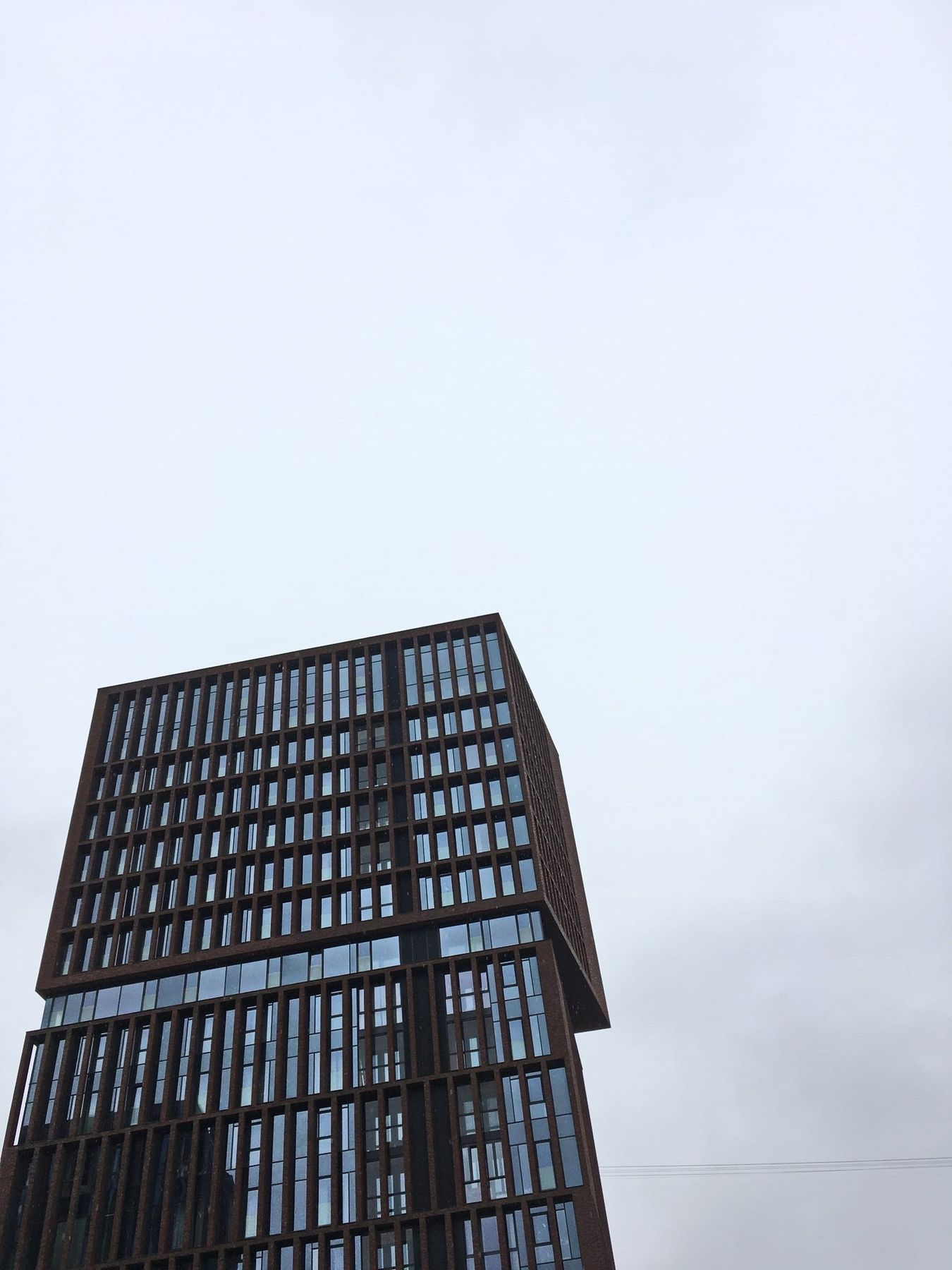 серый куб
