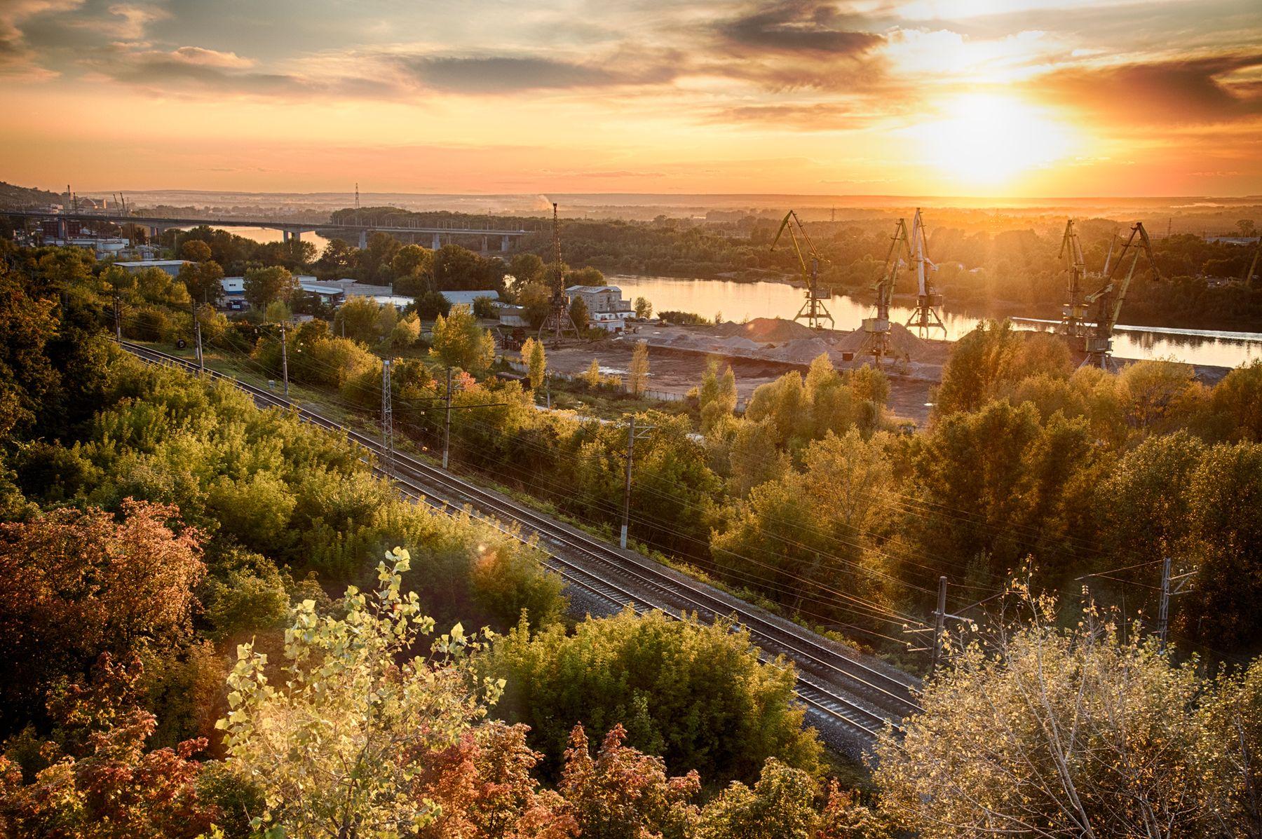 Осенний закат на краю города
