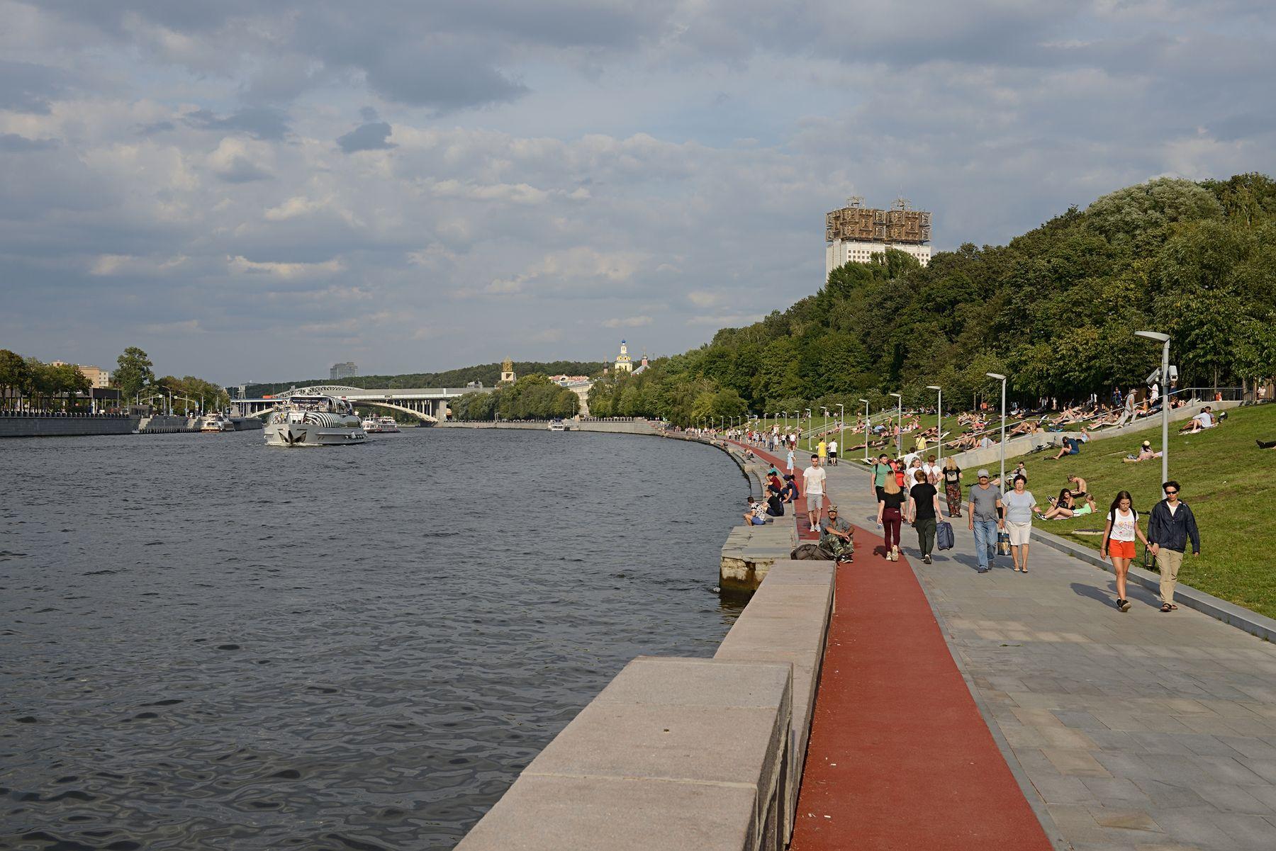 Андреевская набережная Россия Москва Андреевская енабередная Москва-река лето