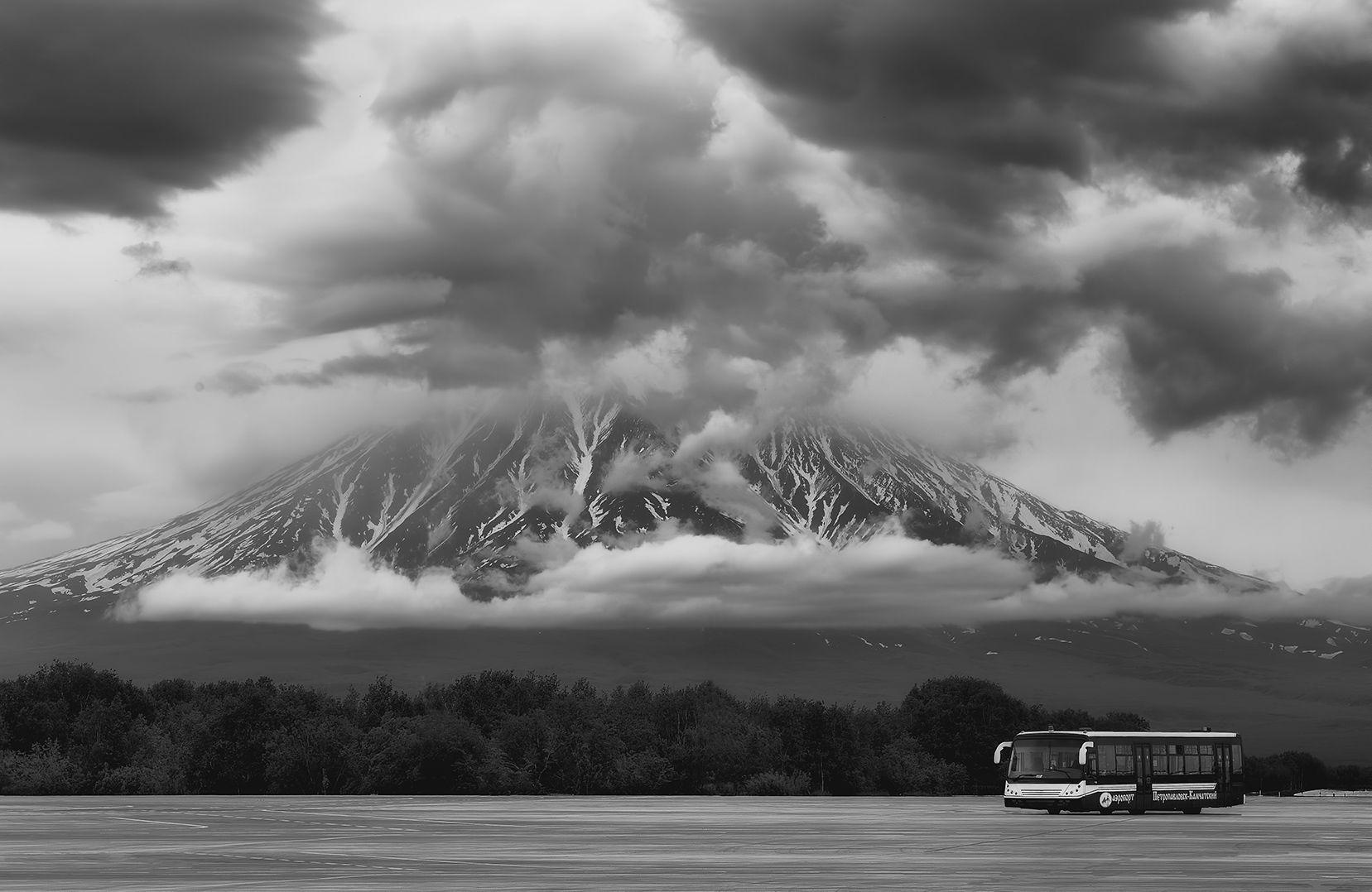 автобус (B&W) автобус Камчатка лето Корякский вулкан Елизово