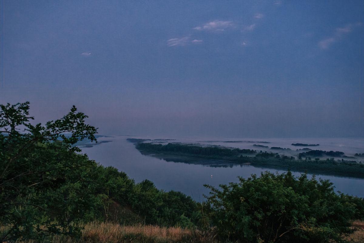 На рассвете река лес природа утро