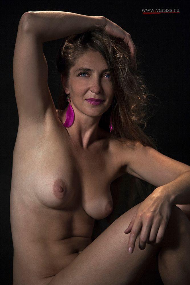 Фиолетовое настроение... девушка грудь глаза руки взгляд серьги пальцы