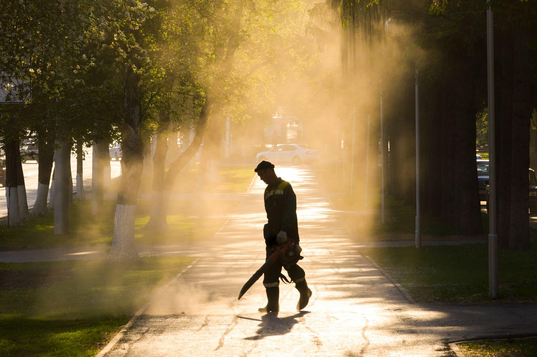 Сдувающий уфимские пылинки.
