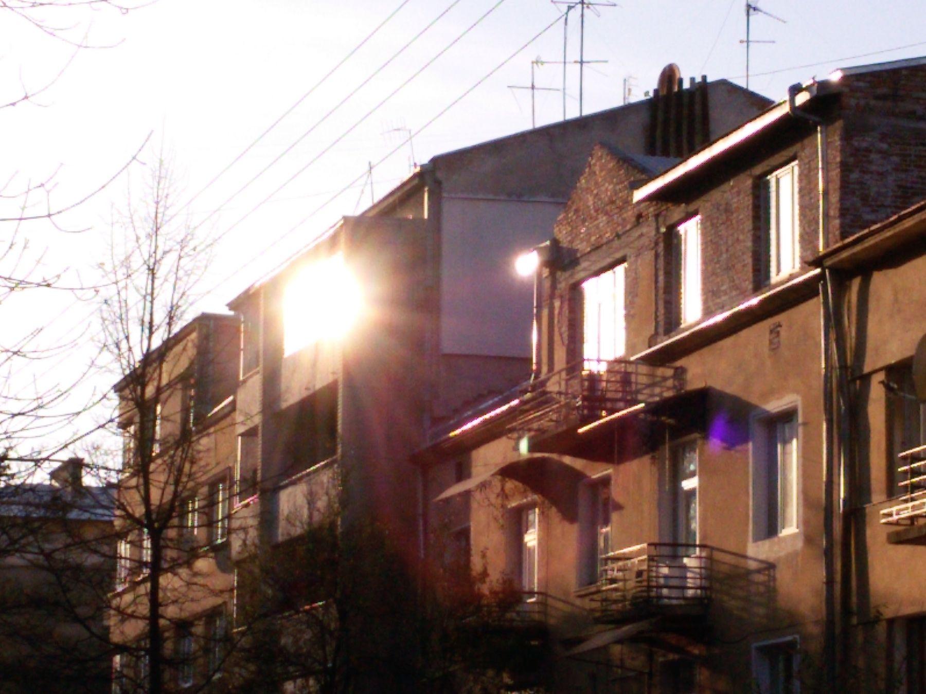 *** солнце закат город окна