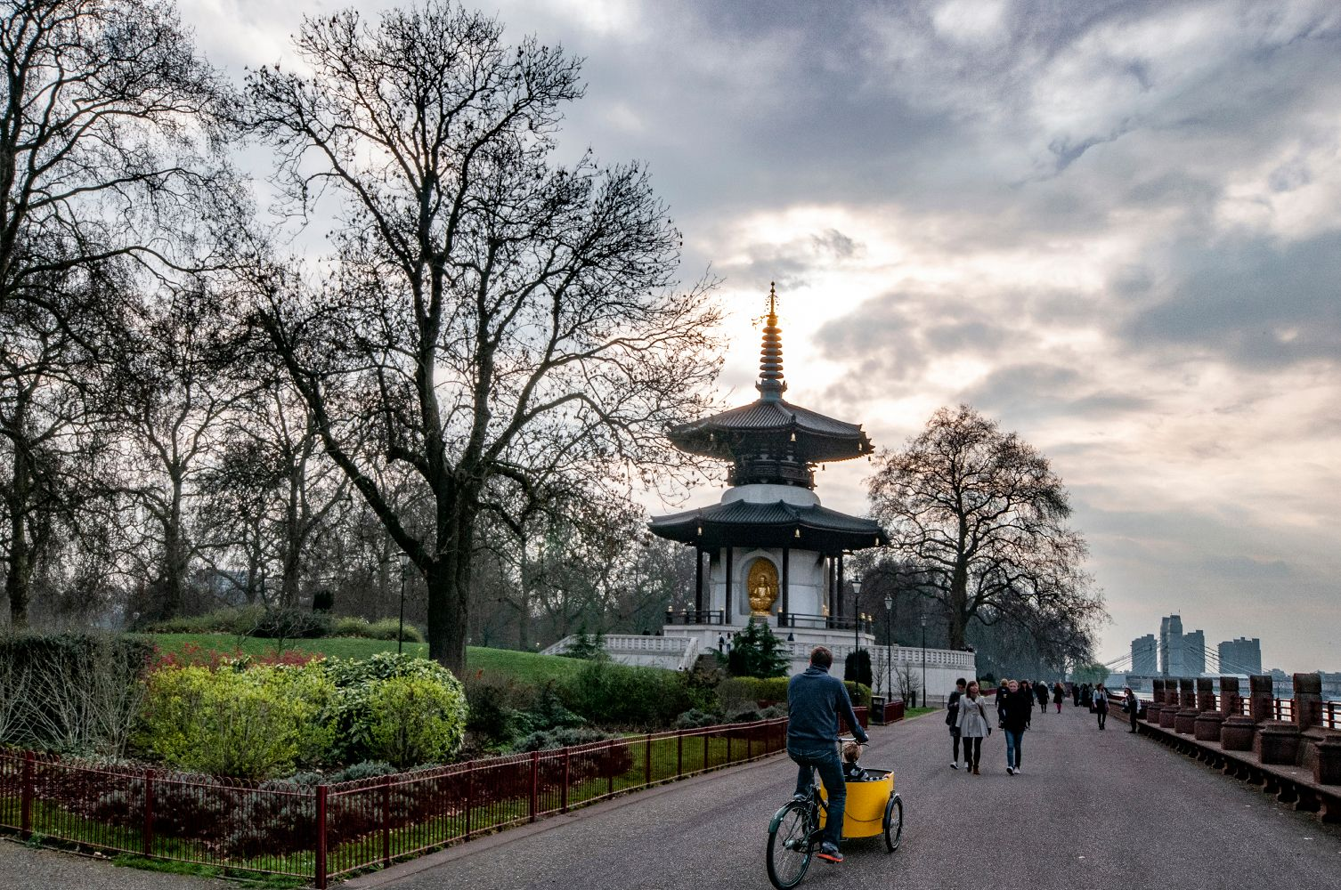 В парке БАТТЕРСИ (2) Лондон парк Баттерси Пагода_Мира