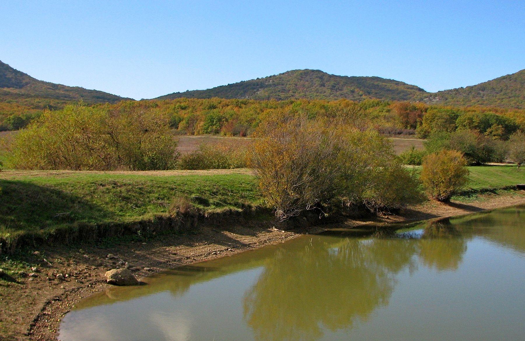 Осенний день долина варнаутская горы осень пруд севастополь